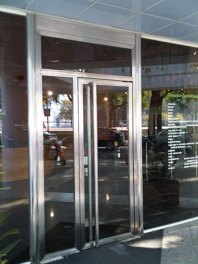 Carpinteria metálica y acero en sevilla. Puertas, rejas, marcos de ...